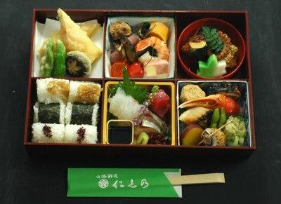 四季彩弁当 おにぎり入りの画像