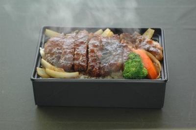 温かステーキ重箱弁当の画像